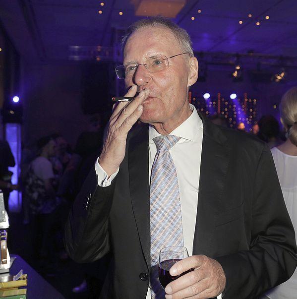 Hans-Olaf Henkel mit be posh E-Zigarette