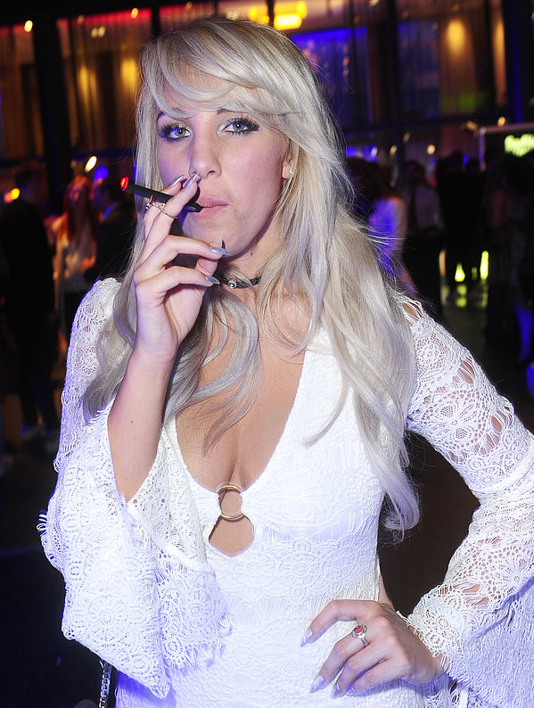 Annemarie Eilfeld mit be posh E-Zigarette